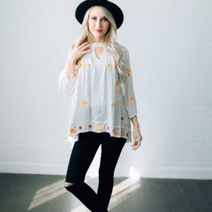 Tops - White embroidered blouse with choker neck